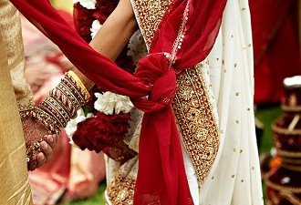 Understanding The Seven Vows Of A Hindu Wedding: Of Love And Beyond!