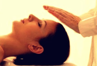 Reiki Healing: A Hands-Off Treatment
