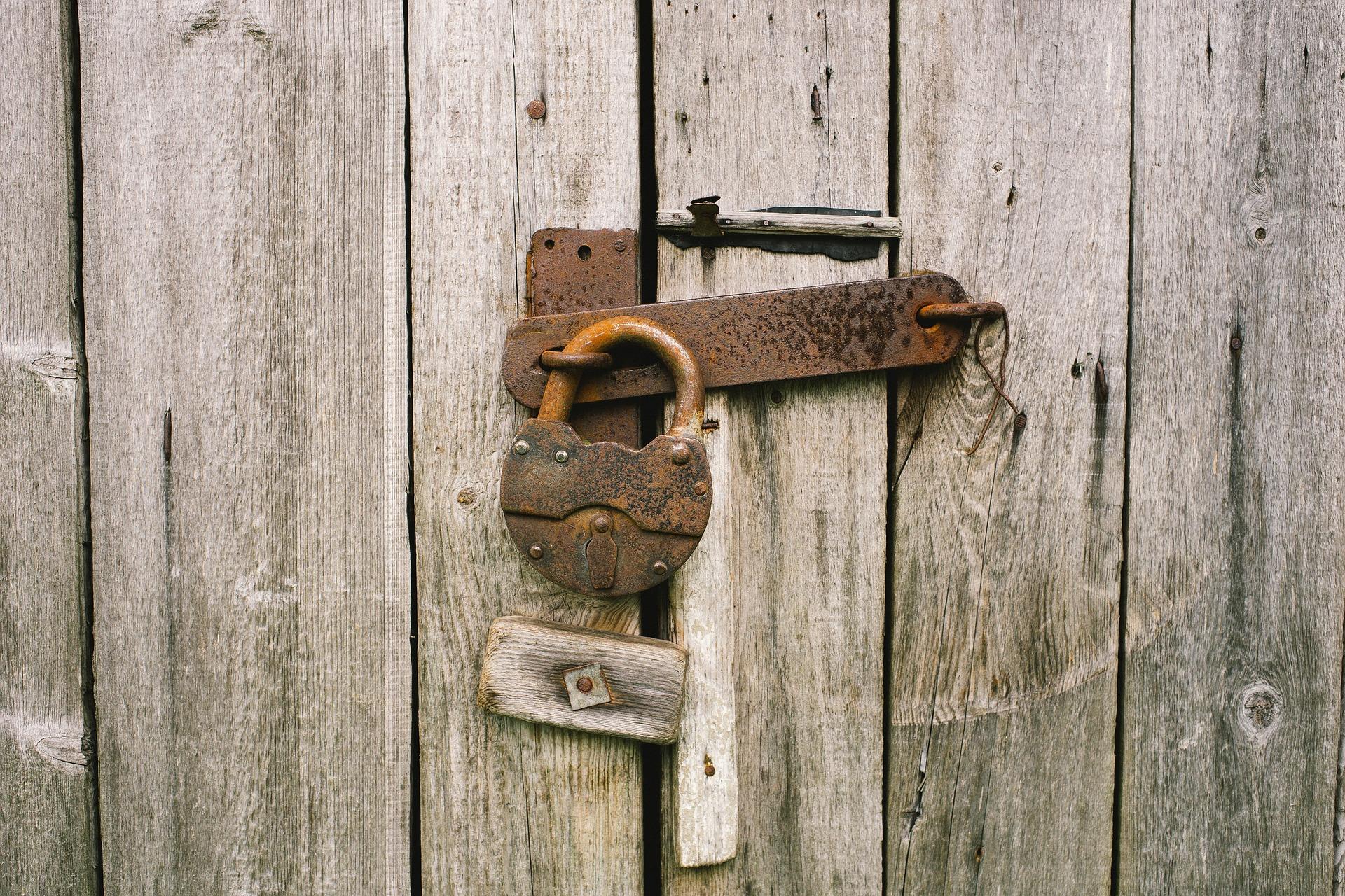 locker-820088_1920